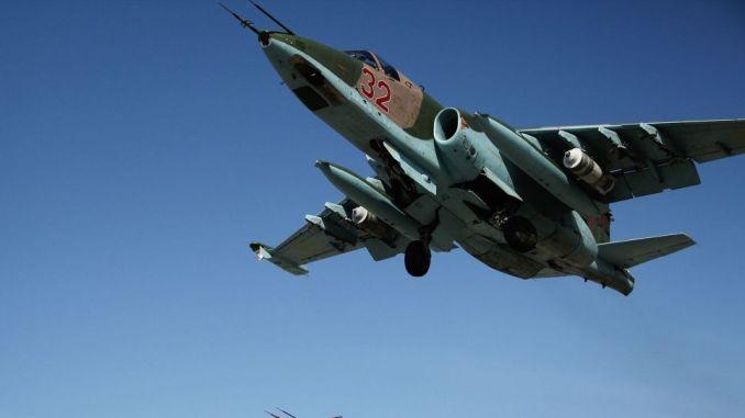 مقاتلة سو-25 تقلع من قاعدة حميميم الجوية في سوريا