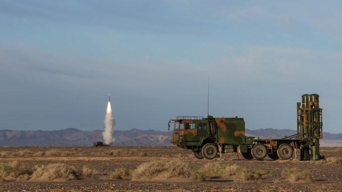 اختبار نظام الدفاع الصاروخي HQ-16