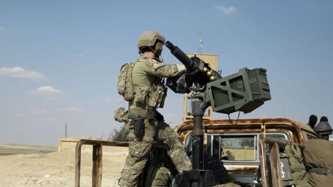 جندي أميركي في شمال محافظة الرقة السورية