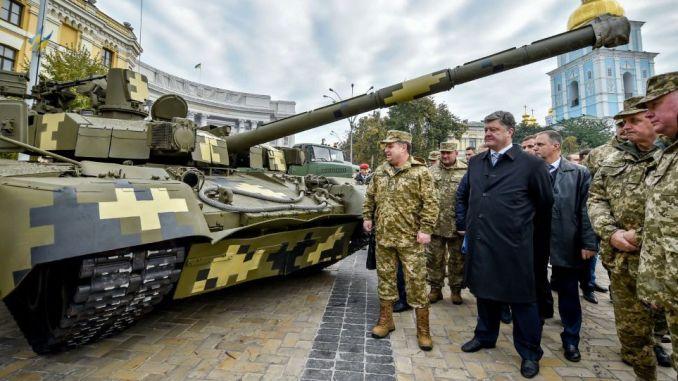 الرئسي الأوكراني يتفقد أسلحة الجيش