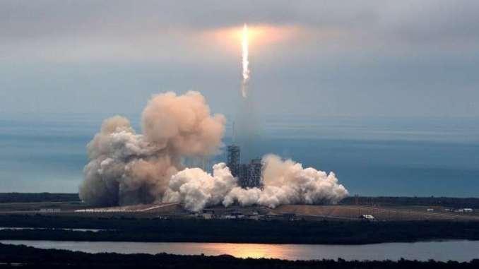 إطلاق صاروخ فضائي