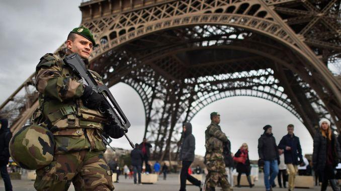 عنصر من الجيش الفرنسي