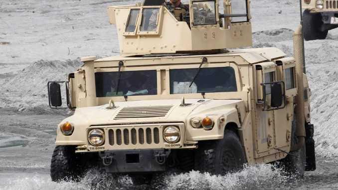 """مركبة """"همفي"""" العسكرية"""