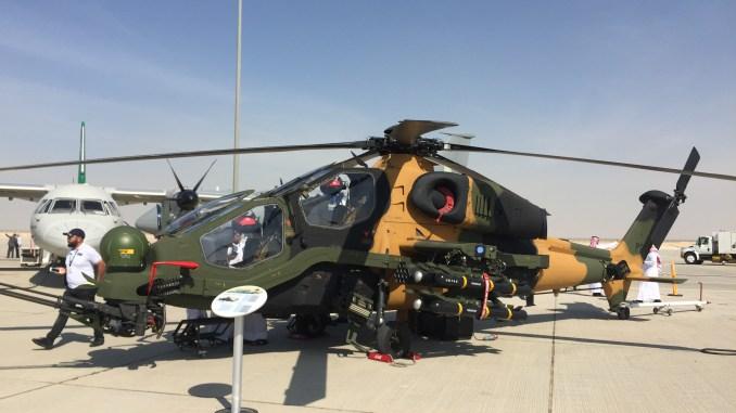 """مروحية """"تي-129 أتاك"""" التركية خلال معرض دبي للطيران 2017 (صورة خاصة)"""