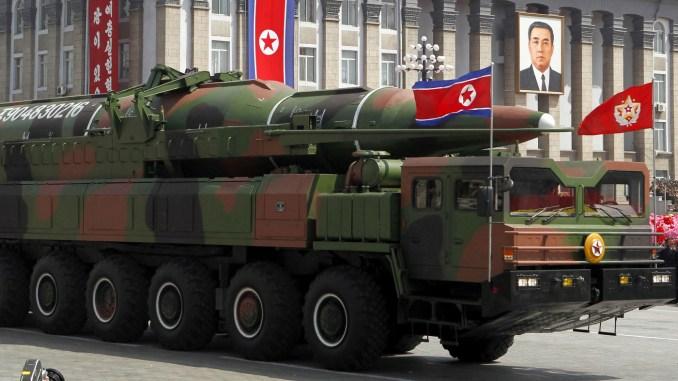 صاروخ يتم عرضه خلال عرض عسكري جماعي في بيونغ يانغ، كوريا الشمالية، في 15 أبريل 2012 (AFP)