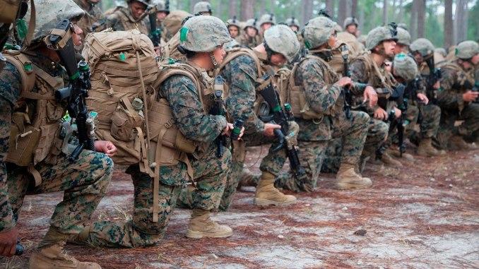 تدريب عناصر من مشاة البحرية الأميركية