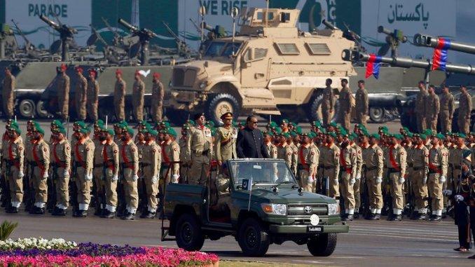 عرض عسكرى أقيم بمناسبة يوم الجمهورية الباكستانية في اسلام اباد في آذار/مارس الماضي (AP).