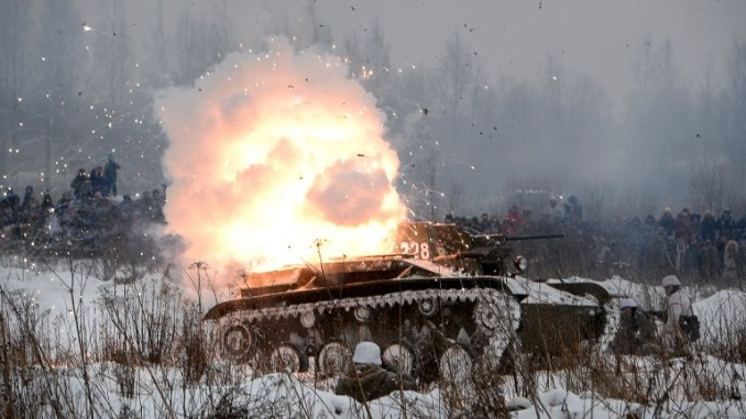 لقطة من الذكرى 75 للانتصار السوفياتي في معركة ستالينغراد التي شكلت تحولاً كبيراً في الحرب العالمية الثانية، في 21 كانون الثاني/يناير الماضي (AFP)
