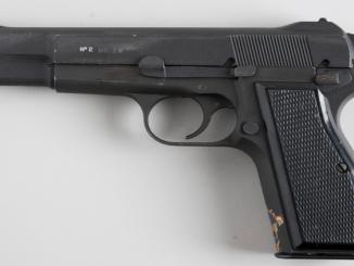 """مسدس """"Hi-Power"""" من إنتاج شركة براونينغ"""