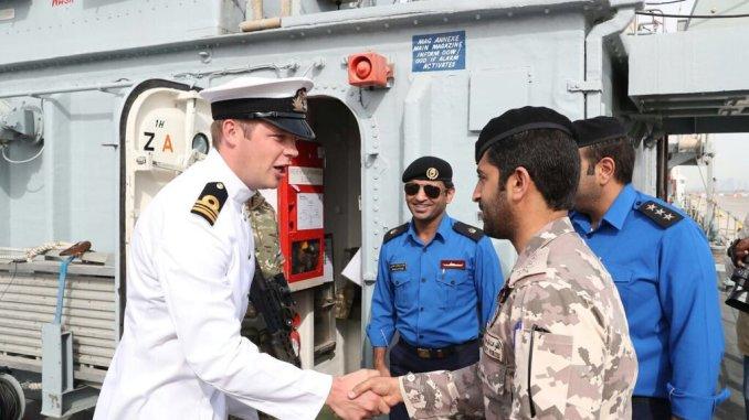 لحظة وصول السفن الحربية البريطانية إلى قطر في 25 شباط/ فبراير