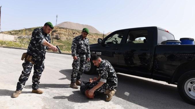 عناصر من قوى الأمن الداخلي اللبناني في تمرين محاكاة مكافحة التهريب الدولي للمواد الكيميائية الذي أقيم من 20 إلى 22 آذار/مارس الجاري (ISF)