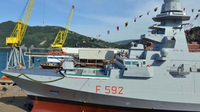 """حوض بناء السفن الإيطالي """"ريفا تريجوسو"""" يحتفل بإطلاق فرقاطة """"كارلو مارجوتيني"""" في تموز/يوليو 2013، وهي ثالث قطعة من سلسلة فرقاطات """"فريم"""" طلبتها البحرية الإيطالية من شركة """"فينكانتييري"""" في إطار برنامج تعاون إيطالي فرنسي (World Maritime News)"""