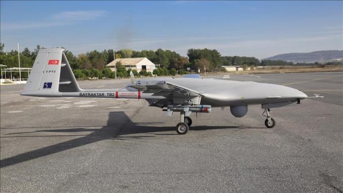"""تسلم الجيش التركي، في 22 آذار/مارس الجاري 8 طائرات قتالية بدون طيار من طراز """"بيرقدار TB2"""" محلي الصنع. (BAYKAR - وكالة الأناضول)"""