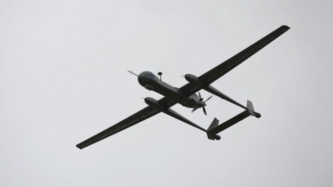 صورة تم التقاطها في 21 شباط/فبراير 2010 تُظهر طائرة استطلاع إسرائيلية من دون طيار من طراز Heron TP، والتي تُعرف أيضاً باسم IAI Eitan، أثناء تقديمها إلى وسائل الإعلام في قاعدة Tel Nof الجوية، جنوب تل أبيب (AFP)