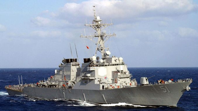 صورة نشرتها البحرية الأميركية في 13 آذار/مارس 2003 تُظهر مدمرة الصواريخ الأميركية الموجهة DDG-51 Arleigh Burke وهي تُبحر عبر البحر الأبيض المتوسط (AFP)