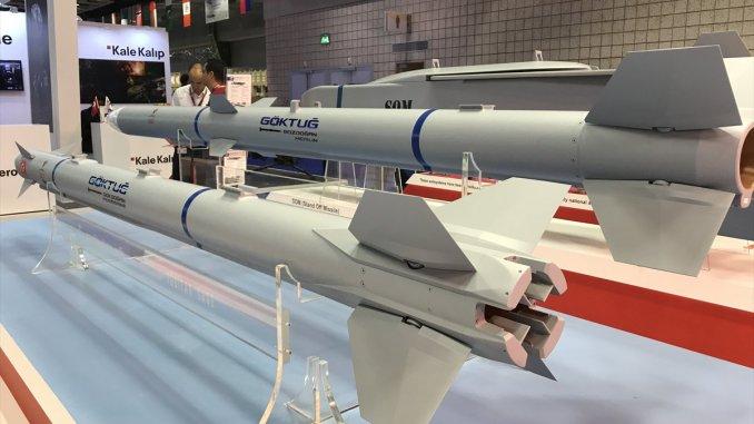 """صواريخ من نوع """"غوكدوغان"""" تركية الصنع خلال عرضها ضمن فعاليات معرض """"ديمدكس 2018"""" البحري الذي أقيم في آذار/مارس الماضي (موقع ترك برس)"""