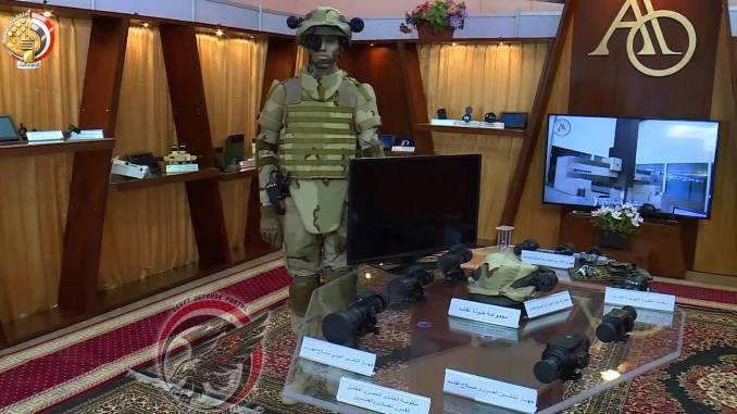 منظومة جندي القرن الـ21 مصرية الصنع، من تصميم وإنتاج الشركة العربية العالمية للبصريات خلال المؤتمر الدولي العلمي التاسع في 3 نيسان/أبريل الجاري (بوابة الدفاع المصرية)