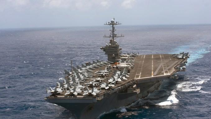 """صورة نشرتها البحرية الأميركية في 11 تموز/يوليو 2016 تُظهر حاملة الطائرات """"يو أس أس هاري إس ترومان""""، أثناء عبورها المحيط الأطلسي في 10 تموز/يوليو 2016 (AFP)"""