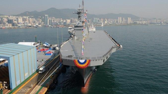 """منصة هبوط المروحيات (Landing Platform Helicopter) من تصميم شركة """"هانجين"""" للصناعات الثقيلة، وهي سُمّيت على اسم مارادو - الجزيرة الجنوبية في أقصى جنوب كوريا (إدارة برنامج اقتناء مشتريات الدفاع)"""