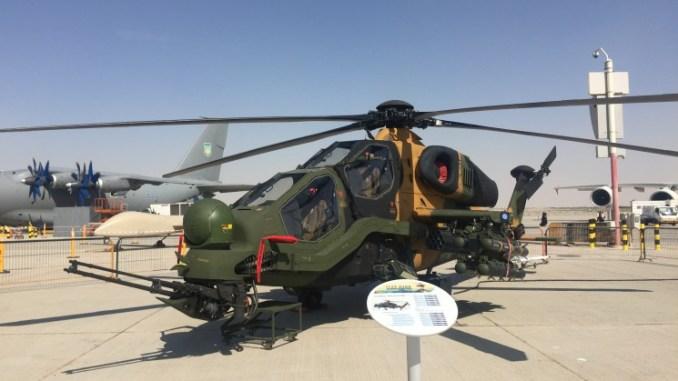 مروحية أتاك-129 التركية خلال عرض ثابت في فعاليات الدورة الماضية من معرض دبي للطيران 2017 (الأمن والدفاع العربي)