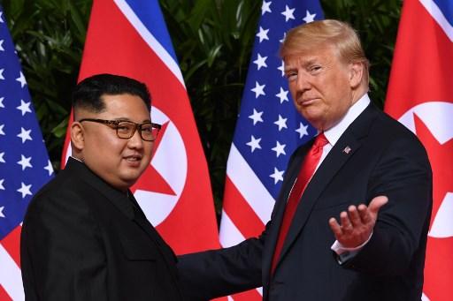 قمة الرئيس الأميركي دونالد ترامب مع نظيره الكوري الشمالي في 12 حزيران/ يونيو في سنغافورة (فرانس برس)