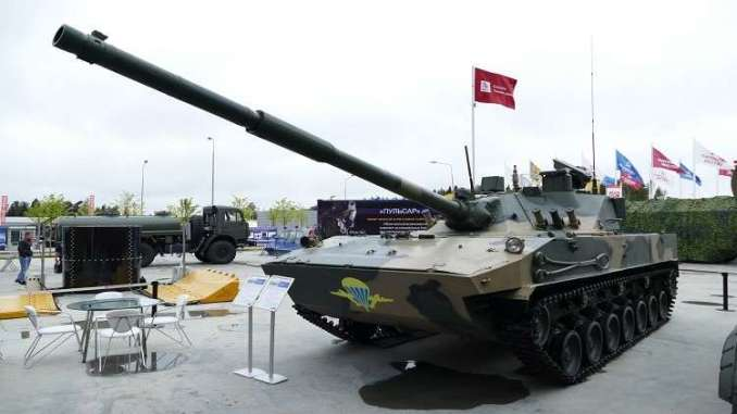 """لقطة لدبابة """"سبروت إس دي إم1"""" الروسية المخصصة لمكافحة الدبابات وغيرها من المدرعات وكذلك القوة البشرية (موقع روسيا اليوم)"""