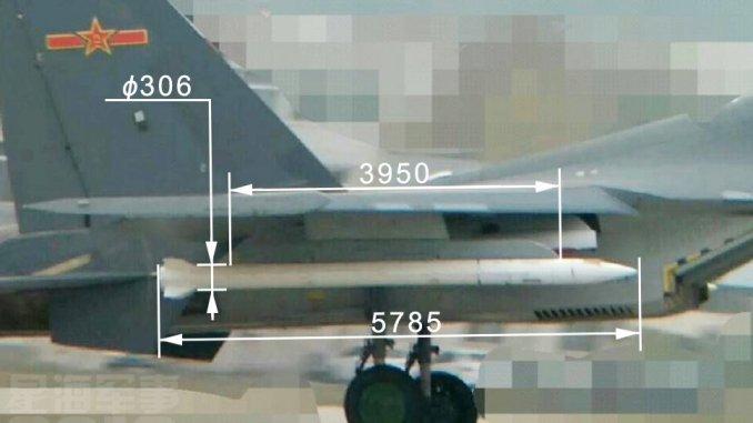صاروخ PL-XX على إحدى المقاتلات الصينية. يطلق على هذا السلاح مبدئياً اسم PL-XX، وهو عبارة عن صاروخ طويل المدى يهدف إلى ضرب طائرات العدو التي تتسلل إلى ما هو أبعد من نطاق معركة جوية (صورة أرشيفية)