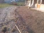 Grabljenje izkopanih in nasutih delov okolice igrišča_2