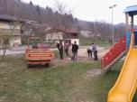 Grabljenje izkopanih in nasutih delov okolice igrišča_6