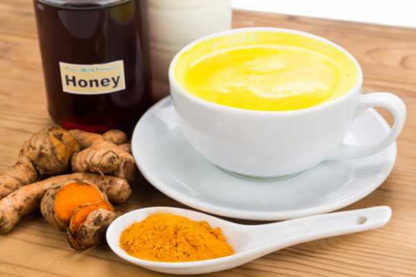 Turmeric with honey has healing properties  Face mask with