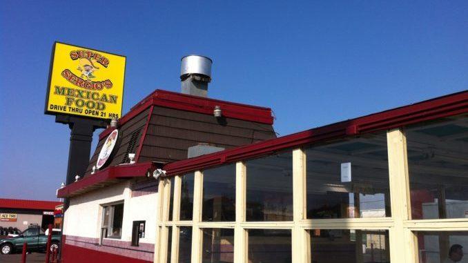 """""""墙洞级""""的小路边餐厅Super Sergio卖的墨西哥菜正宗又好味。(图/李旭生)"""
