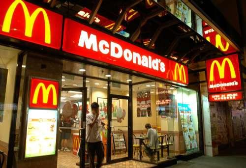 一家麥當勞McDonald's快餐店