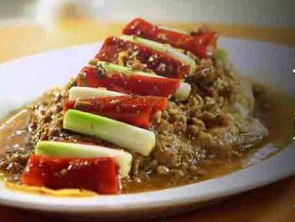 """精彩视频:大厨教您出好菜之川菜""""干烧鱼""""。"""