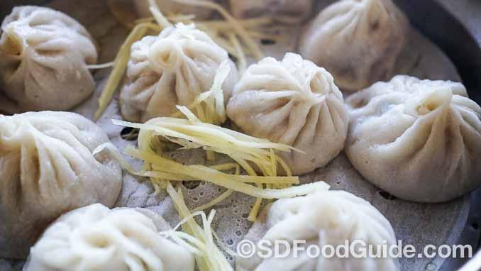 锅贴店-上海滩(Dumpling Inn-Shanghai Saloon)的小笼包馅料新鲜,味美多汁。(摄影:李旭生)