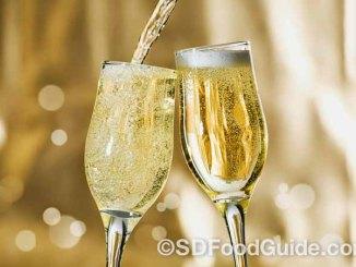 香槟酒一直是各类庆祝活动中必备的酒水。(网络图片)