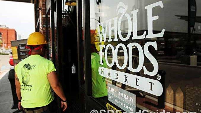 亚马逊宣布,从下周一开始,将下调全食超市部分食品的价格。图为旧金山一家全食超市。(Justin Sullivan/Getty Images)