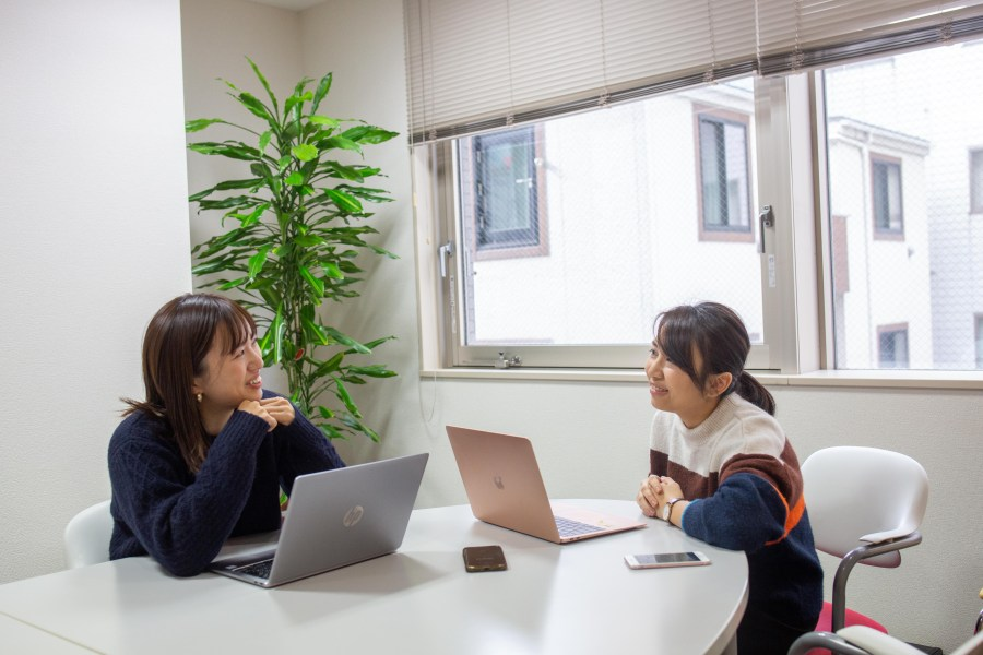 An interviewer and an interviewee during an in-depth user interview at an office in Tokyo.