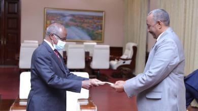 البرهان يتسلم رسالة خطية من الرئيس الأريتري إسياس أفورقي