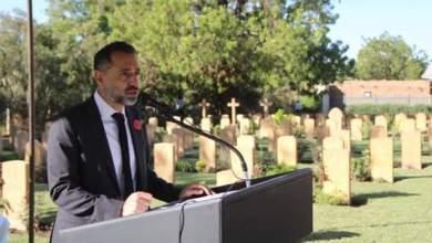 السفير البريطاني بمقبرة الكومنولث التذكارية