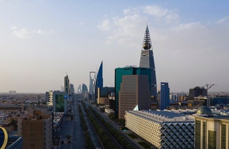 """تنفيذ إلغاء نظام """"الكفيل"""" في السعودية رسميا"""