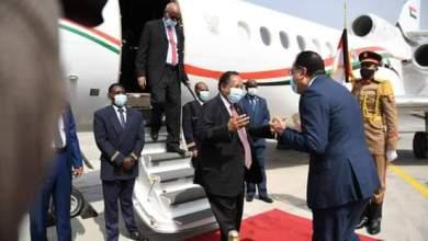 رئيس الوزاء السوداني يصل مصر