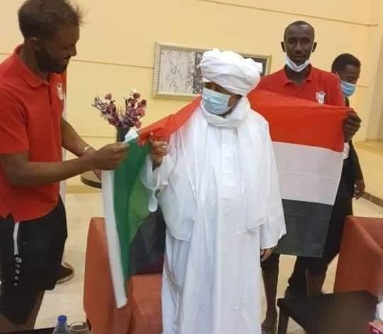 د. حمدوك يهنئ المنتخب الوطني بمقر اقامتهم