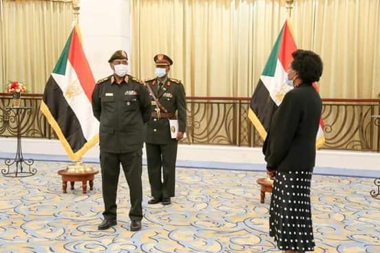 رئيس مجلس السيادة يتسلم أوراق إعتماد سفيرة جمهورية جنوب أفريقيا