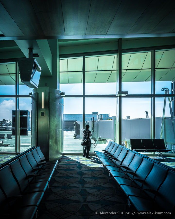 Waiting at the Tom Bradley International Terminal, Los Angeles Airport (LAX). (C) Alexander S. Kunz