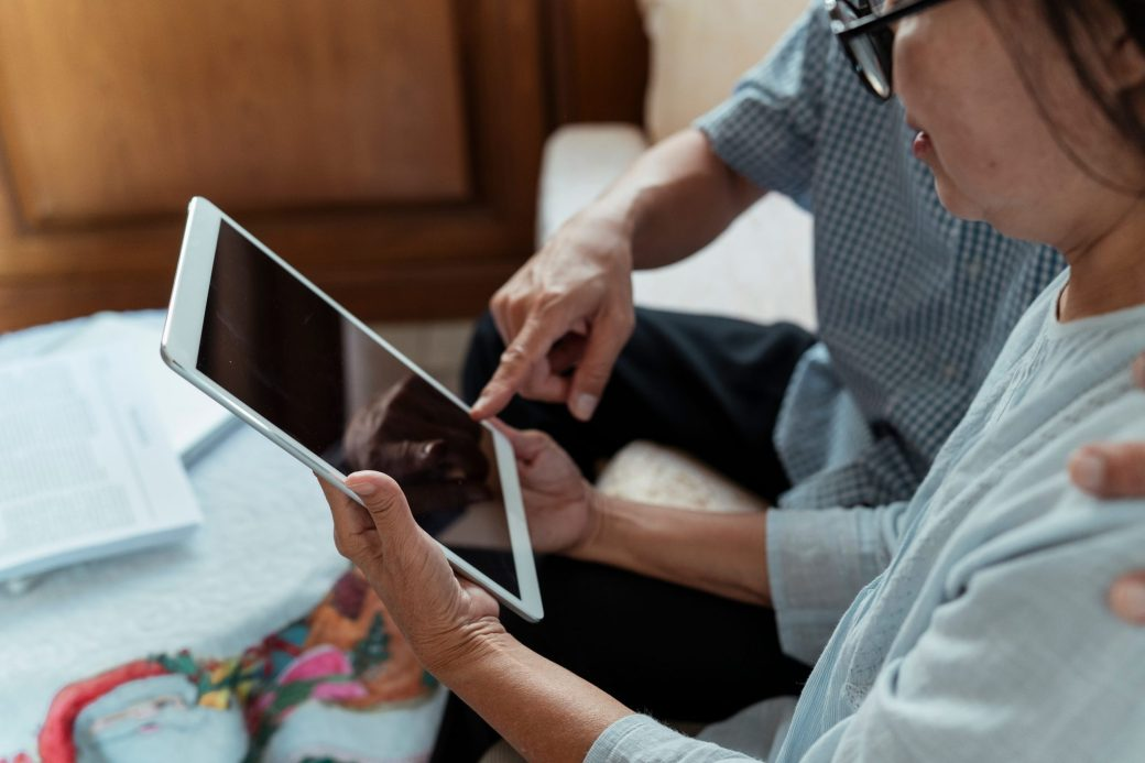 An older couple learns to use a tablet together