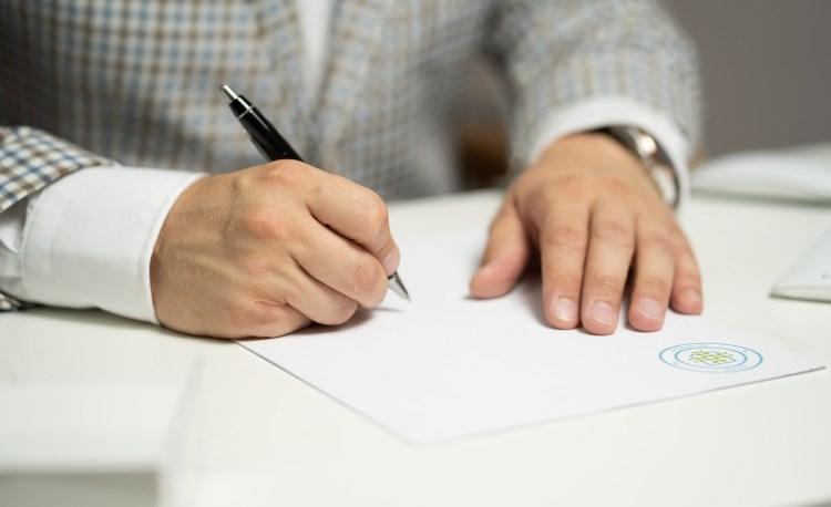 Man Sign Paper Write Document  - Sozavisimost / Pixabay