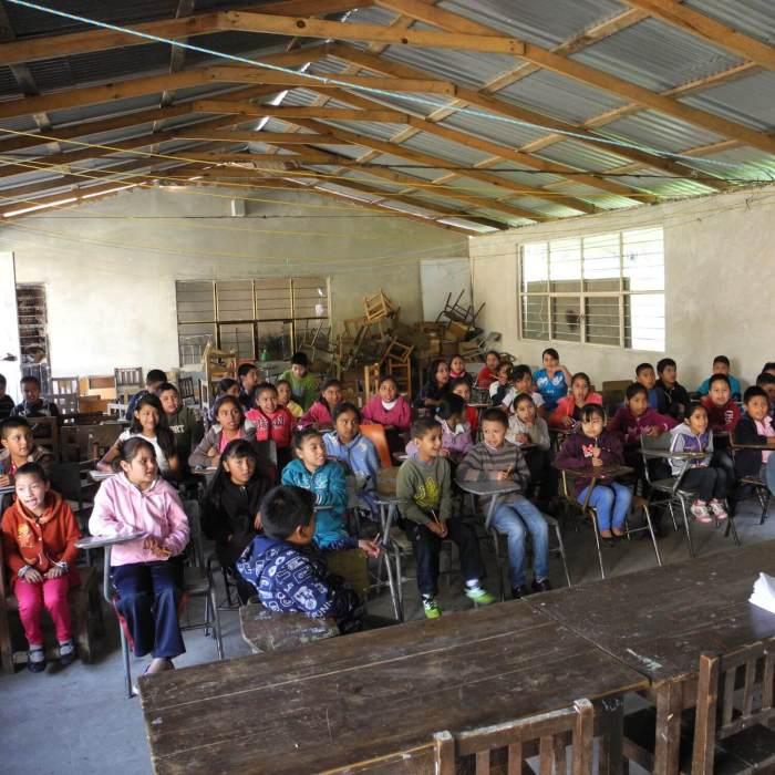 Aula con alumnos. Ciencia, eduacación y comunidades indigenas