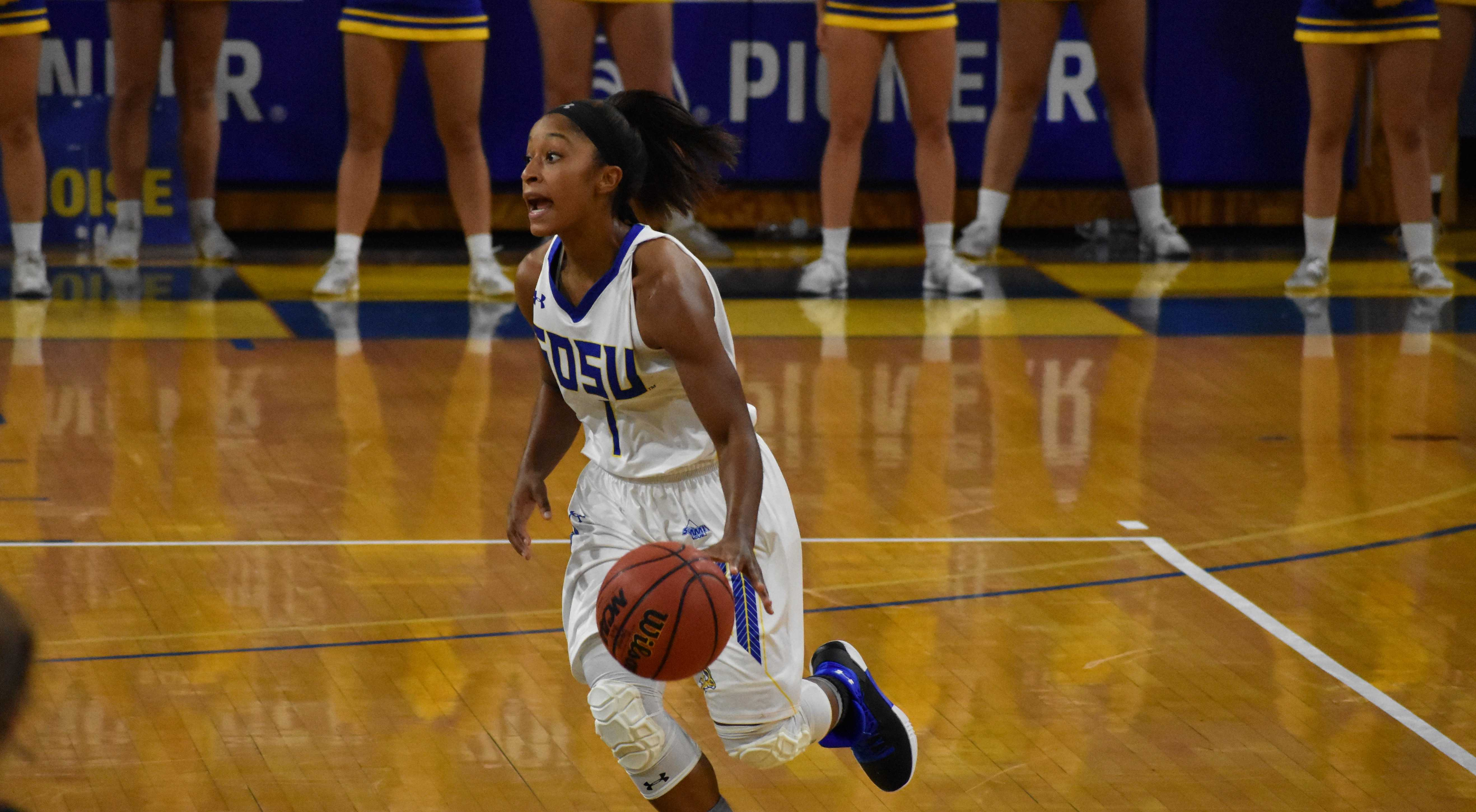 ABBY FULLENKAMP Senior Alexis Alexander dribbles the ball down the court Nov. 2 during the game against Northern State. The Jacks won 71-59.