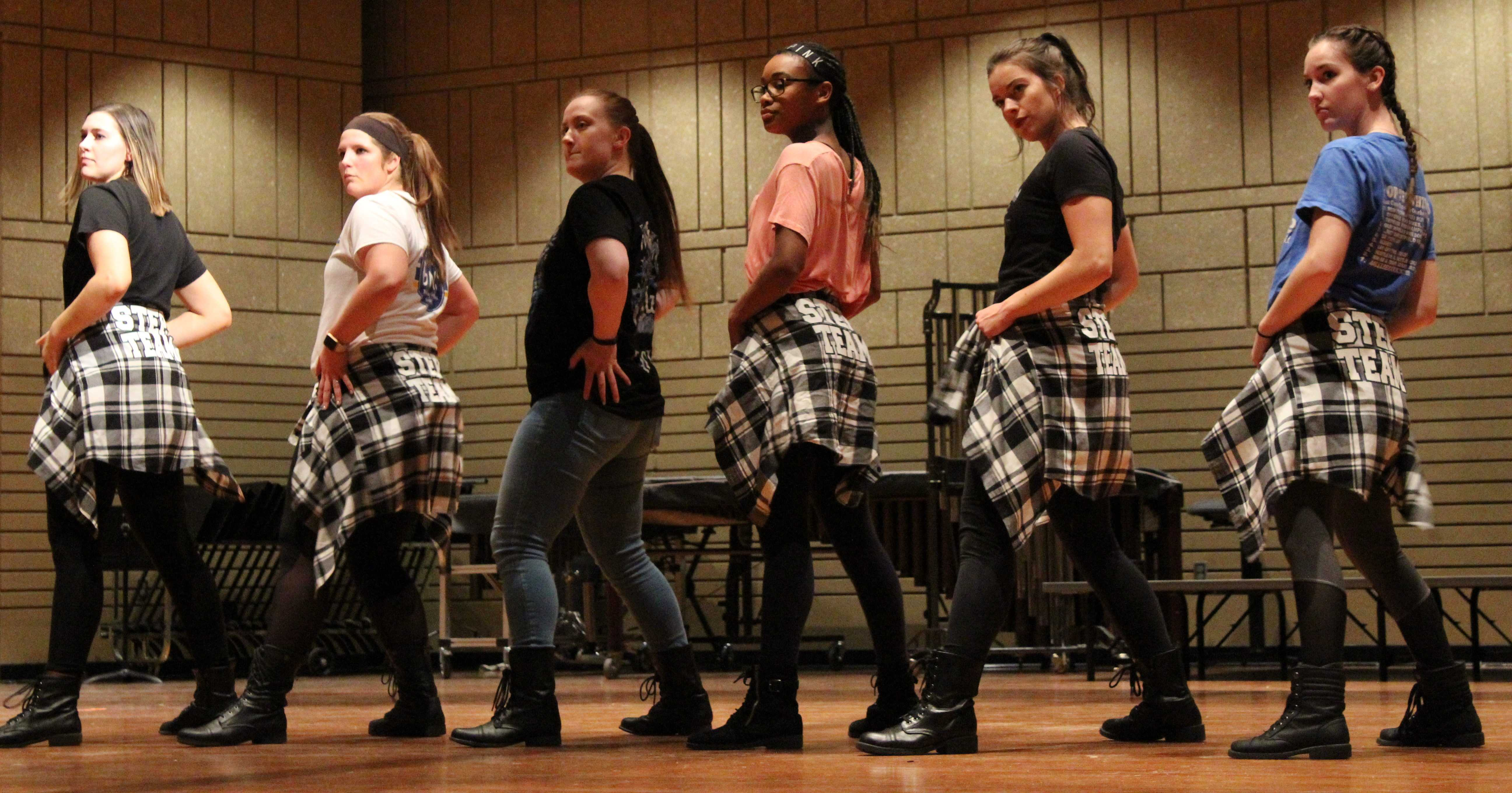 JENNY NGUYEN BSA members Alex Farber (left), Savannah Swenson, Jordan Barthold, Morea Nicols, Katelyn Britzman, Bailey Lear and Amber Alvery rehearse Jan. 31 in the PAC. BSA Step Show was performed Saturday, Feb. 4 in the PAC.