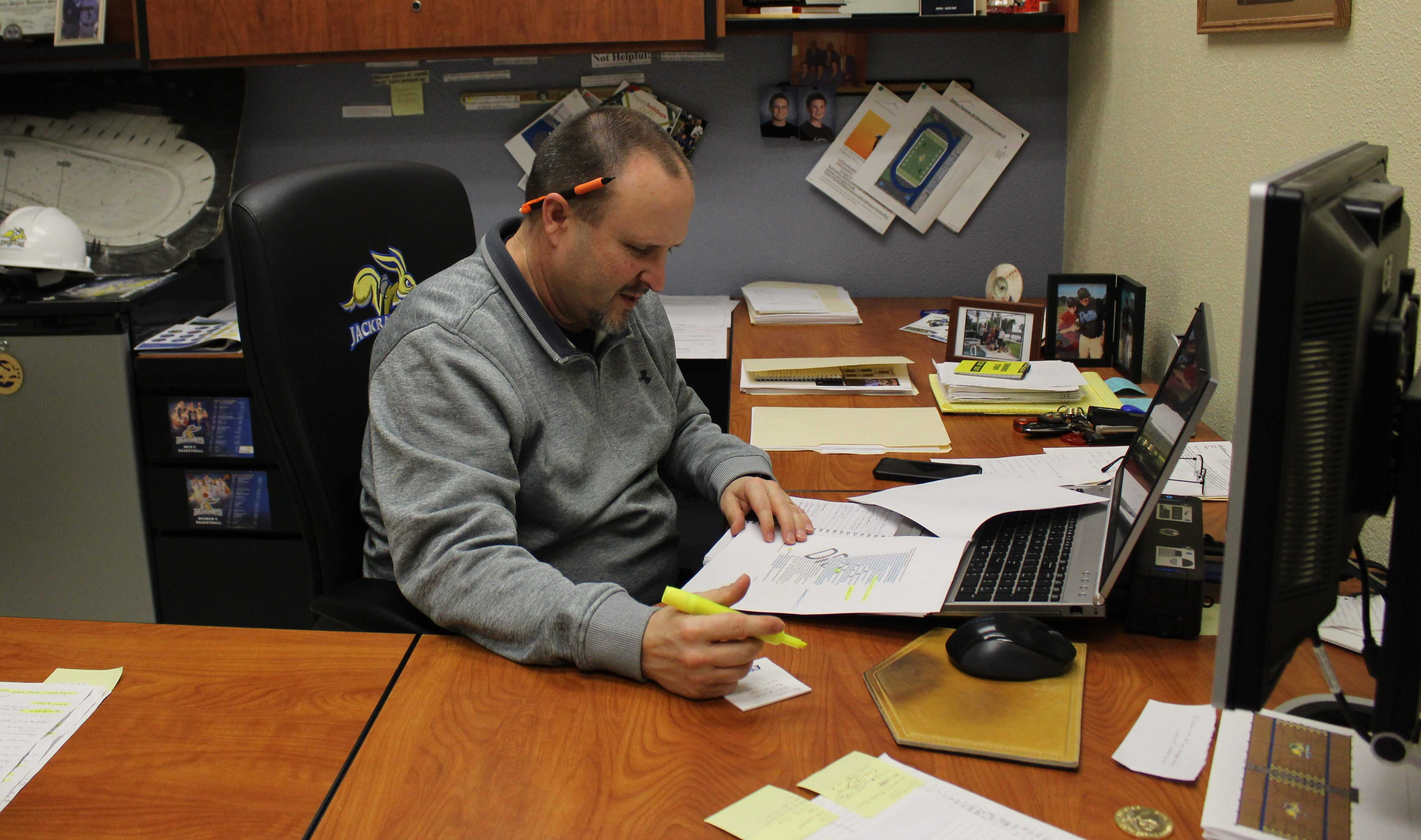 JENNY NGUYEN Jeff Holm is the Director of Athletic Facilities at South Dakota State University. Since he often works with repairs, his job is unpredictable. Lately, he has focused his daily work on the Wellness Center expansion.